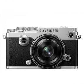 Olympus Pen-F runko hopea + 17mm 1.8 musta