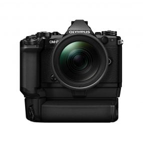 Olympus OM-D E-M5 Mark II Power kit + 12-40mm f/2.8 Pro – Musta