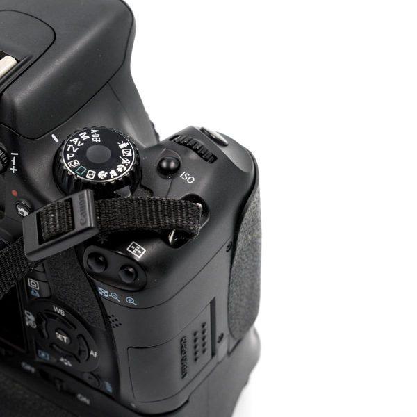 Canon 550D + akkukahva (Shuttercount 21240) - Käytetty