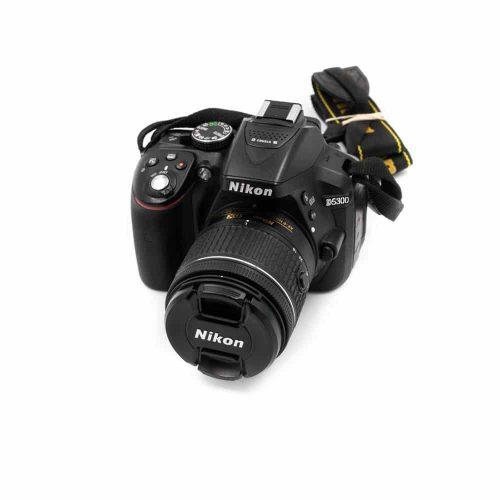 Nikon D5300 + AF-P 18-55mm f/3.5-5.6 G DX (Shuttercount 24500, Kunto K4.5) – Käytetty