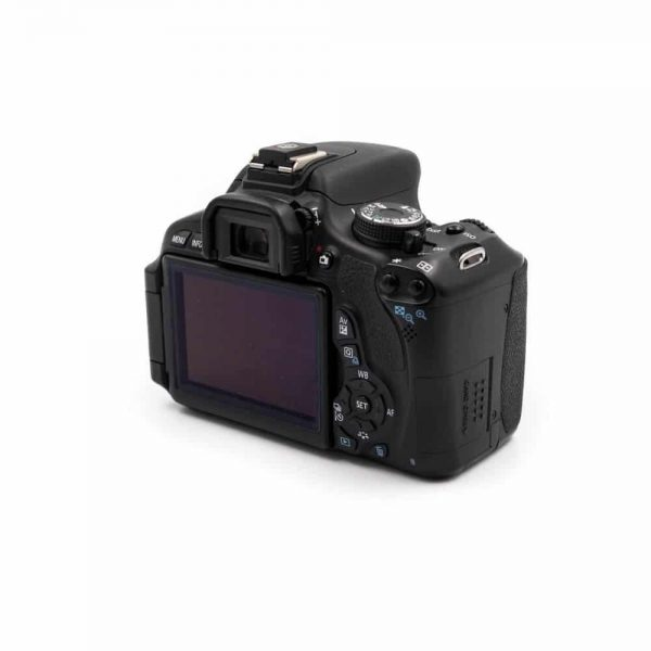 Canon 600D + EF-S 18-55mm f/3.5-5.6 III (Shuttercount 39300) - Käytetty