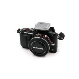 Olympus E-PL6 + 14-42mm f/3.5-5.6 ED MSC (Shuttercount 2000) - Käytetty