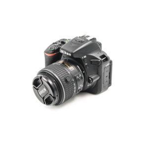 Nikon D5600 + Nikkor AF-S 18-55mm f/3.5-5.6G DX VR II - Käytetty