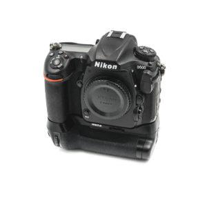 Nikon D500 (Shuttercount 7400) + Meike akkukahva - Käytetty
