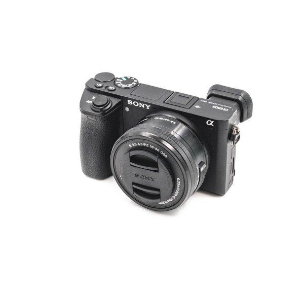 Sony a6500 + 16-50mm f/3.5-5.6 + Meike Akkukahva + 3kpl Akkuja - Käytetty