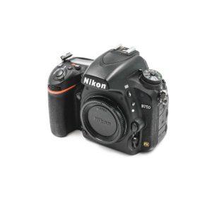 Nikon D750 + Tarvike akkukahva (Shuttercount 12100) - Käytetty