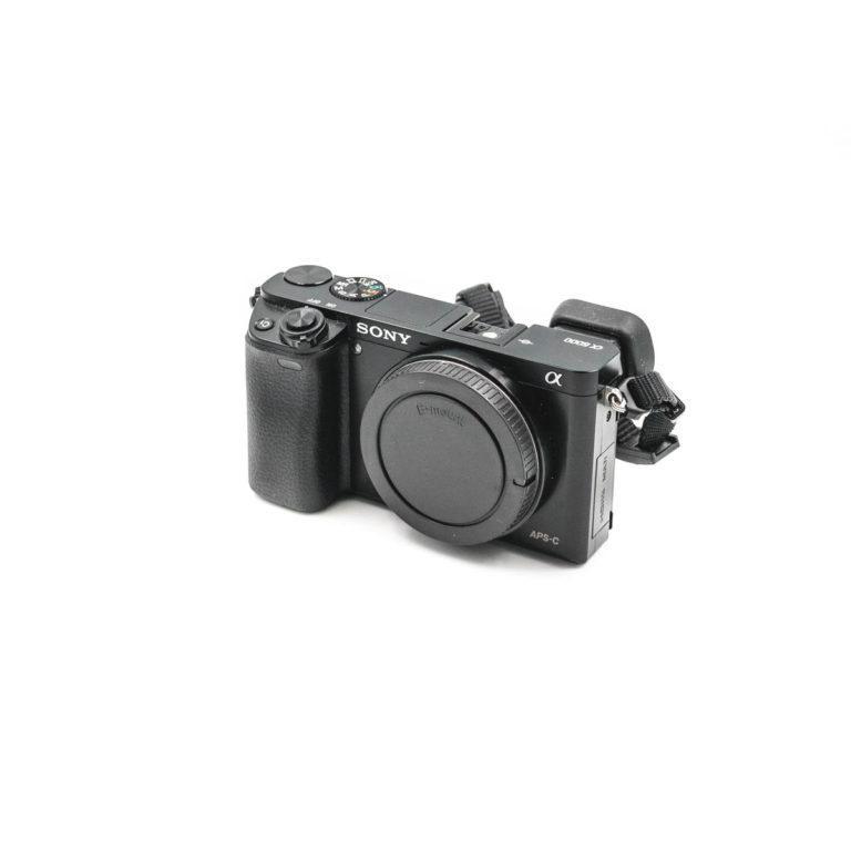 Sony a6000 (Shuttercount 1150) - Käytetty