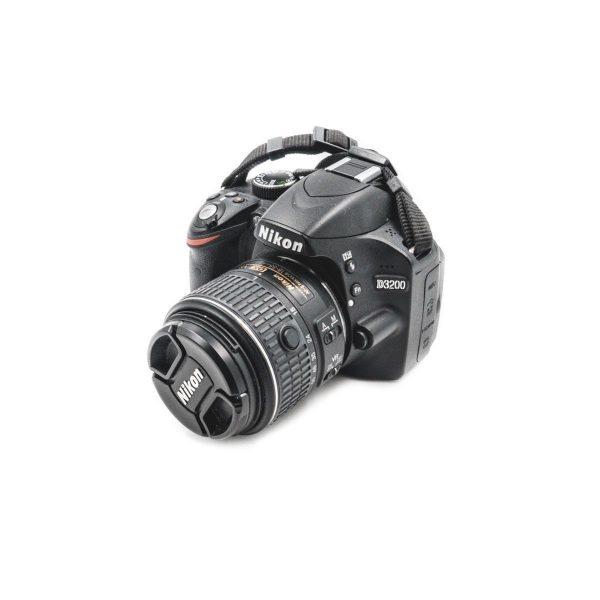 Nikon D3200 +18-55mm f/3.5-5.6 G II VR (Shuttercount 16000) - Käytetty