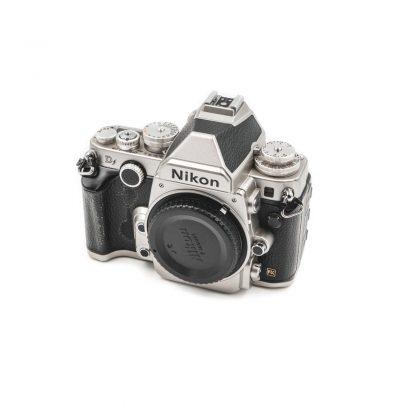 Nikon DF (Shuttercount 58000) - Käytetty