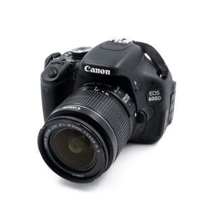 Canon 600D + 18-55mm f/3.5 - 5.6 IS II (Kunto K5, Shuttercount 350) - Käytetty