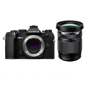 Olympus OM-D E-M5 MK III + Olympus Digital ED 12-200mm f/3.5-6.3 – Musta