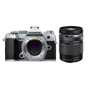 Olympus OM-D E-M5 MK III + Olympus Digital 14‑150mm f/4-5.6 II – Musta