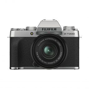 Fujifilm X-T200 Hopea 15-45mm linssin kanssa