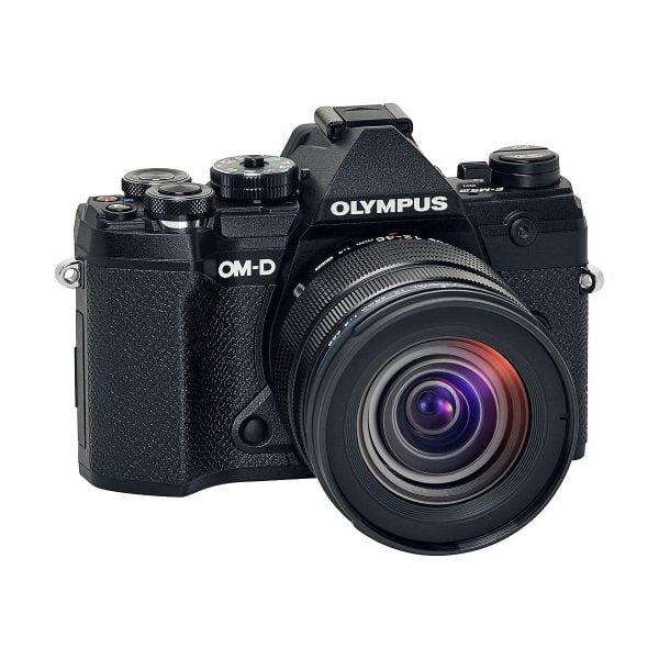Olympus OM-D E-M5 MK III + Olympus 12-45mm f/4 Pro – Musta