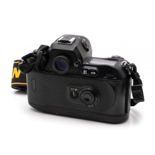 Nikon F100 + MB-15 akkukahva – Käytetty